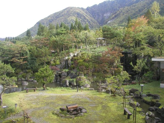 Hirayukan: ホテルの庭 紅葉がはじまりきれい
