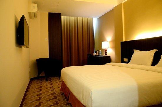 Eminent Hotel: deluxeking