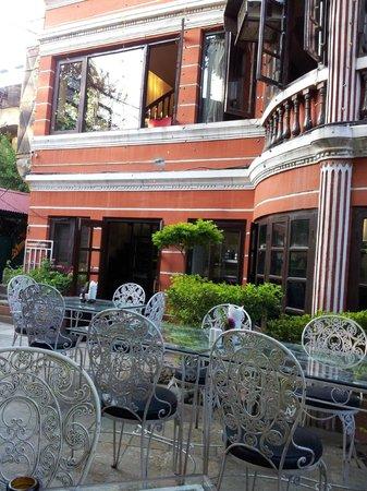 Yin Yang Restaurant : courtyard