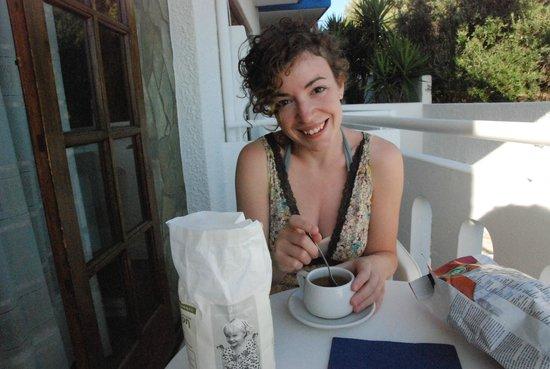Folia Apartments: Colazione sul balconcino! (ps: acquistate lo zucchero!) ;)