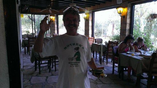 Basilica Holiday Resort: Приветливый хозяин ресторана