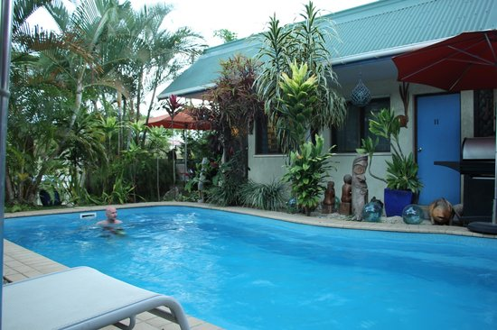 Traveller's Budget Motel: The pool area