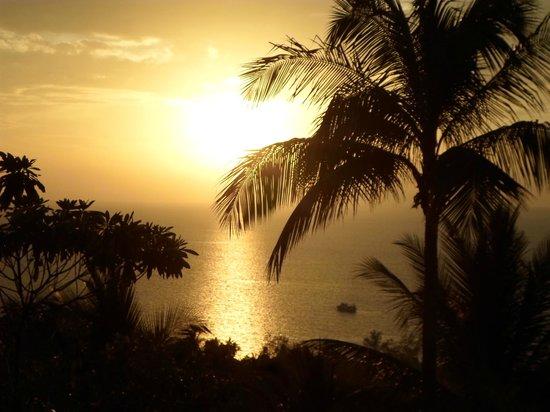 Koh Tao Star Villa : Sun setting from balcony