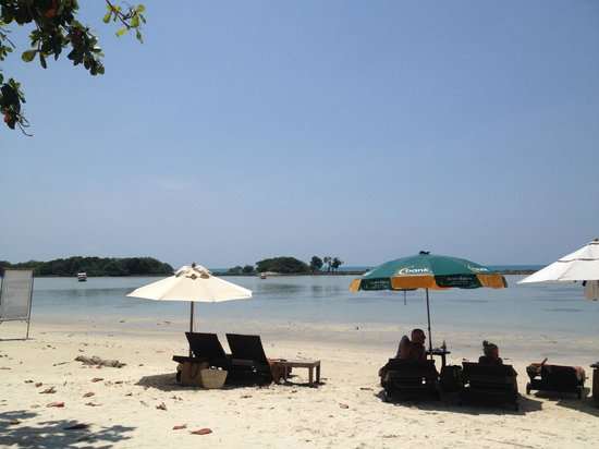 Muang Samui Spa Resort: Beach facing the hotel