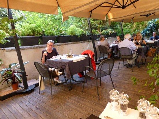 La Cantina del 15: Viel Grün im Garten