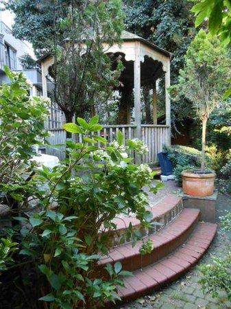 Hotel Glenn : Côté jardin -