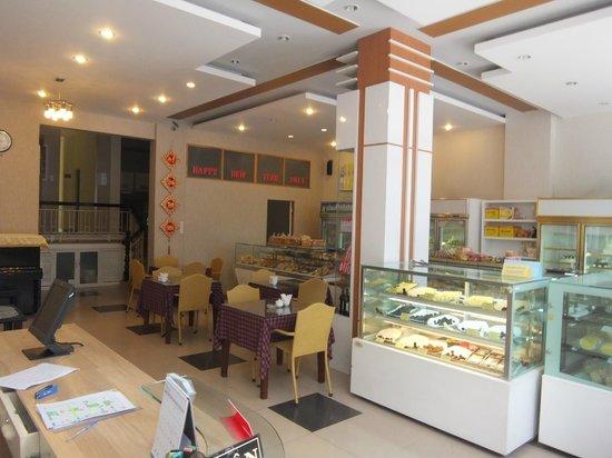 Hoan Hy Hotel: French bakery