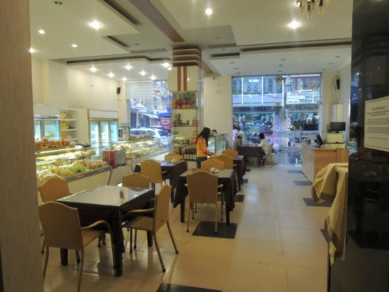 Hoan Hy Hotel: French bakery serving fastfood and pastry