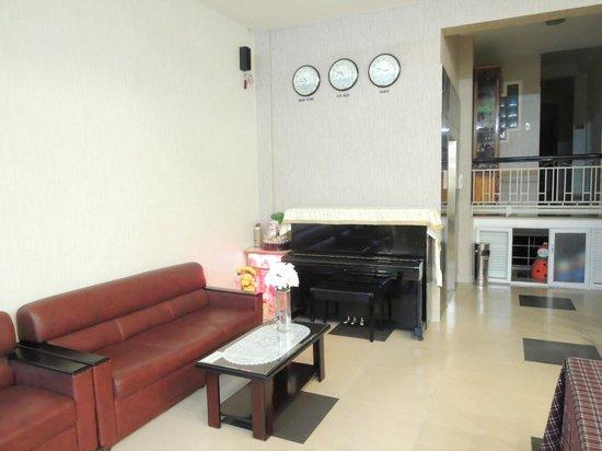 Hoan Hy Hotel: Reception area