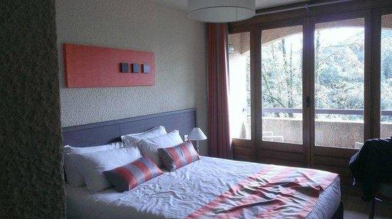 Hôtel Les 3 Barbus : Chambre déco
