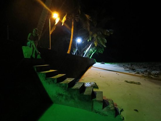 Dolphin Resort: the sea in the night
