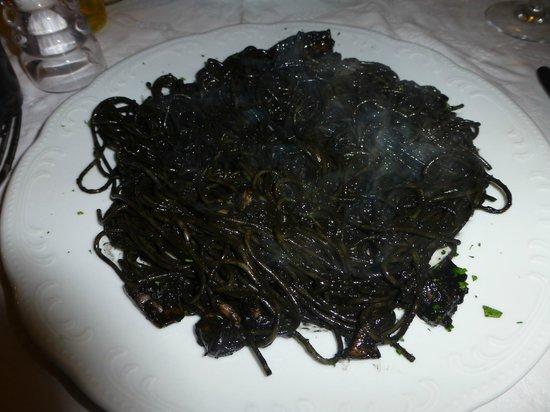Trattoria Da Fiore : black squid ink pasta