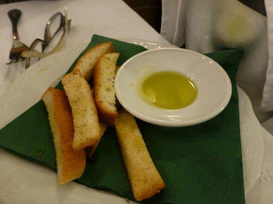 Trattoria Da Fiore : olive oil and bread