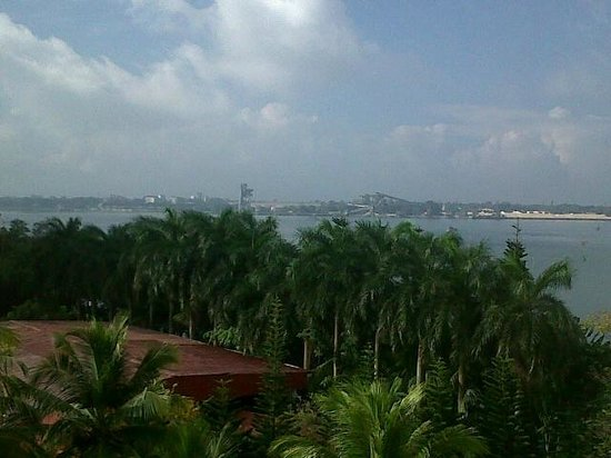 The Gateway Hotel Marine Drive Ernakulam: A nice view from the room towars to Kochin Port