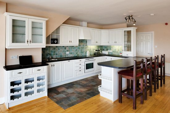 Lehinch Lodge - Guest House : Kitchen