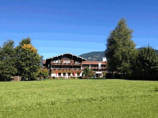 Chiemgauer Hof: Hotelansicht frontal