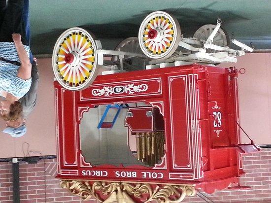 Circus World: COLE BROS. CIRCUS WAGON