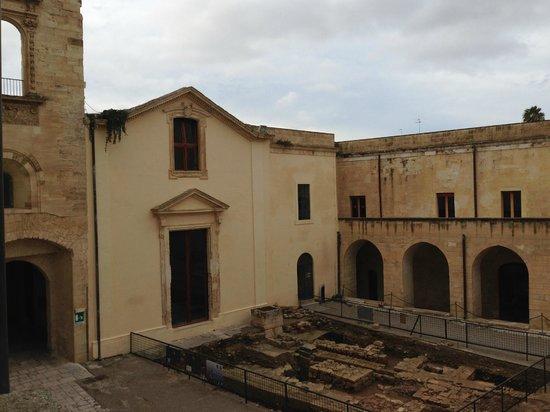Castello Carlo V : Cortile interno