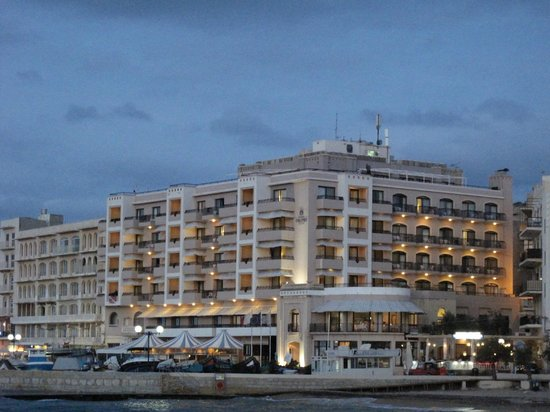 Calypso Hotel : View hotel from the bay