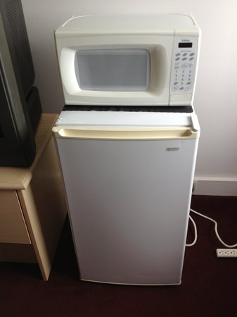 Rodeway Inn: The Microwave and Fridge are a Nice Touch