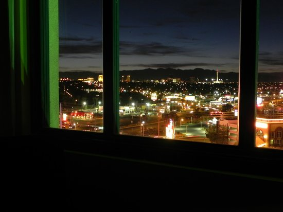 Sam's Town Hotel & Gambling Hall : strip view