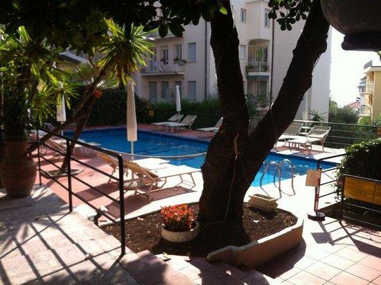 Hotel Principe : Piscina