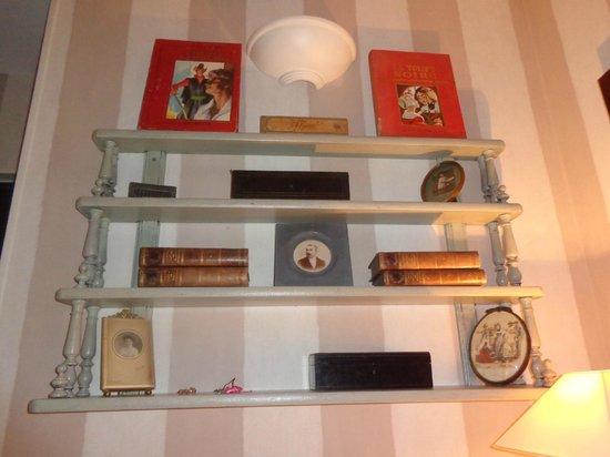 Hotel de l'Avre : Accessories in the room.