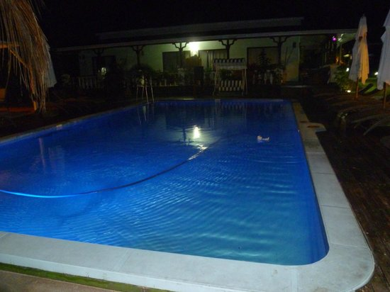 Le Relax Beach Resort: Piscine de nuit