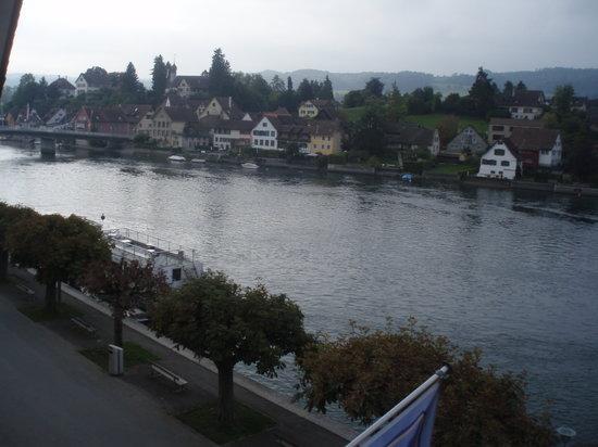 Hotel-Restaurant Zur Rheingerbe: Aussicht vom Zimmer auf den Rhein.