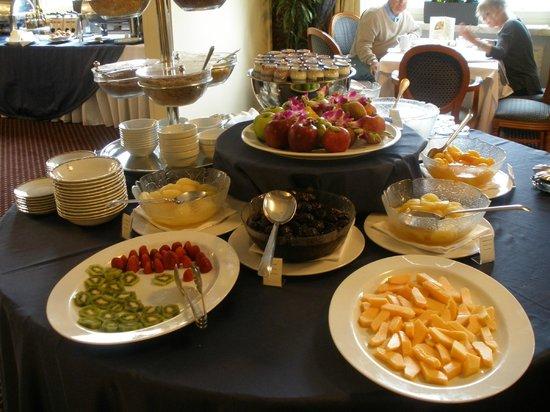 Hotel Bernini Bristol: Buen surtido de fruta