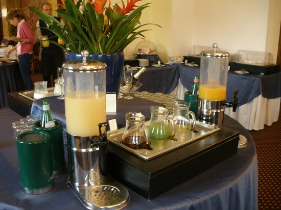 Sina Bernini Bristol : Cava para desayunar