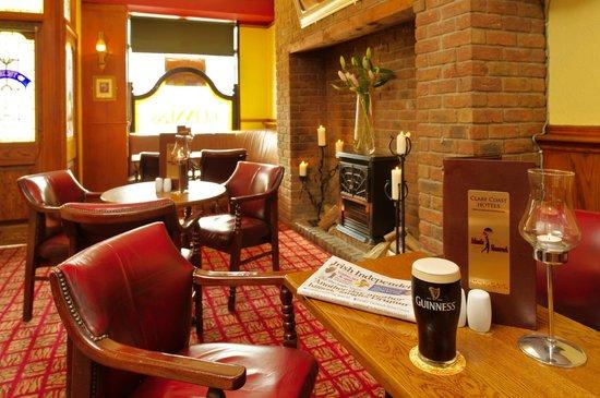 Shamrock Inn Hotel: Bar