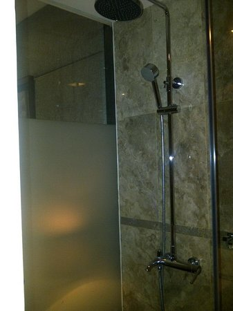 Serela Merdeka : Good Shower