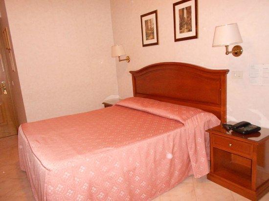 Hotel San Pietro: letto