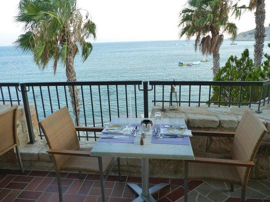 Columbia Beach Resort Pissouri: Outdoor dining