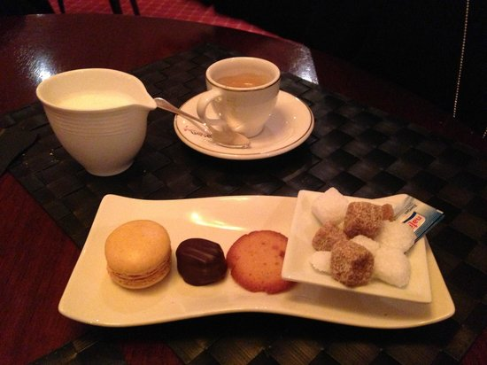 Le Glacon Rouge: caffe e dolcini