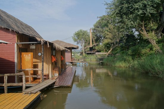 Boutique Raft Resort: entrance to the rafts