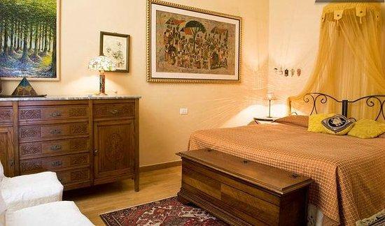 Florentia Apartments : Diamante Apartment main bedroom