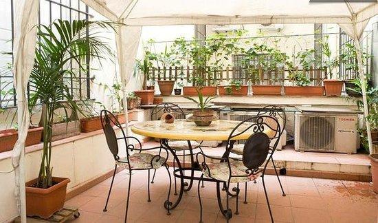 Florentia Apartments : Terrace with gazebo