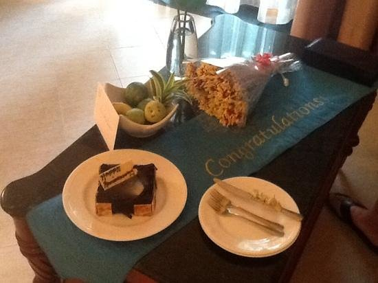Taj Exotica Resort & Spa Goa: It was our anniversary whilst we were there and we were spoilt with flowers, cake, balloons and