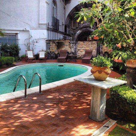 Hotel Costantinopoli 104: Piscina