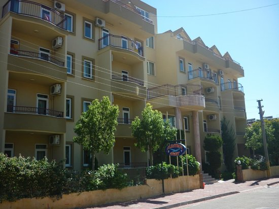 Albatros Apartments: Main block