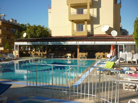 Albatros Apartments: Pool Bar