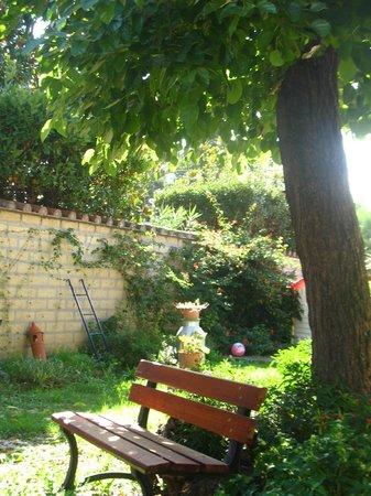 Il giardino di ines b b roma talya pansiyon - Angoli di giardino ...