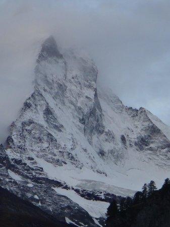 Hotel Aristella swissflair : Matterhorn in the morning from room