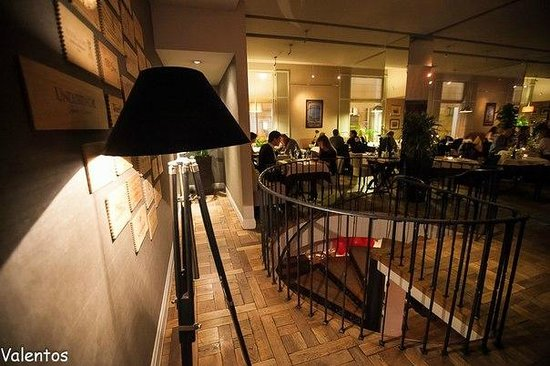 Gusto: Second floor in the evening