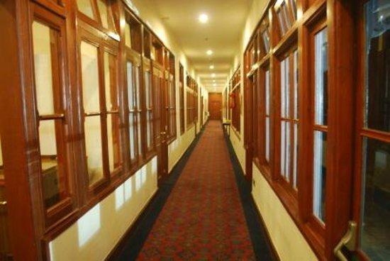 Clarkes Hotel: Basement Lobby