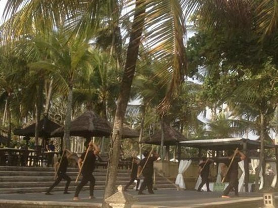Candi Beach Resort & Spa : The employees doing tai-chi