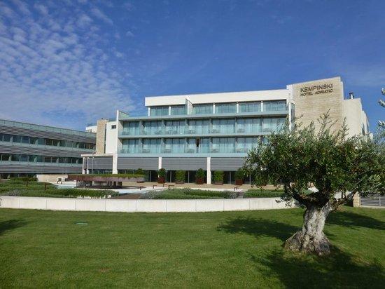 Kempinski Hotel Adriatic Istria Croatia: Hotel Seitenansicht