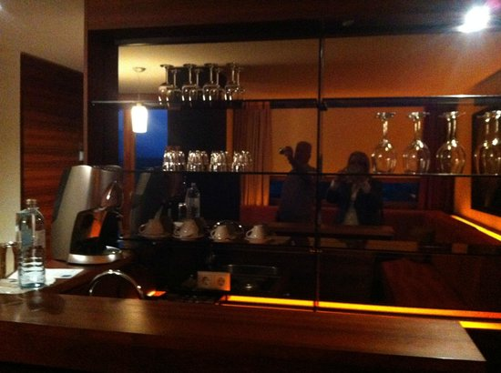 Falkensteiner Hotel & Spa Carinzia: zona bar  suite